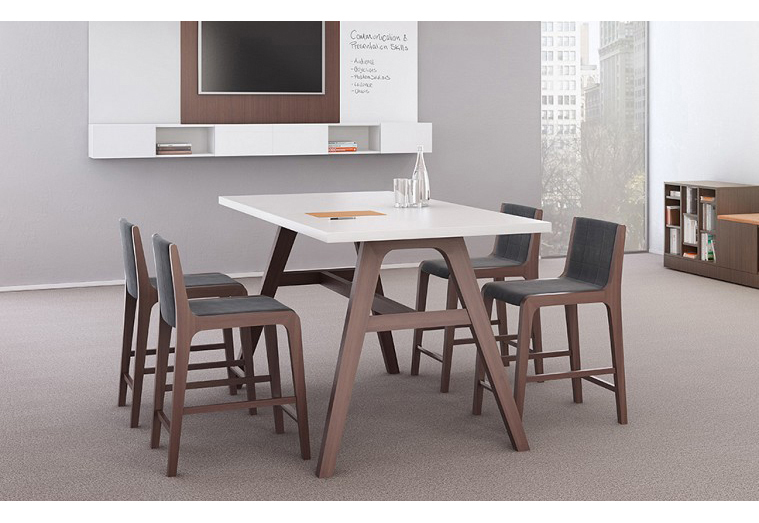 Riff_ Table_Chairs_ofs
